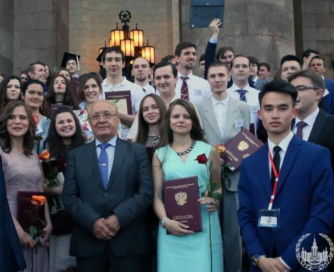 Вручение дипломов выпускникам отличникам ВМК МГУ Вручение дипломов выпускникам отличникам